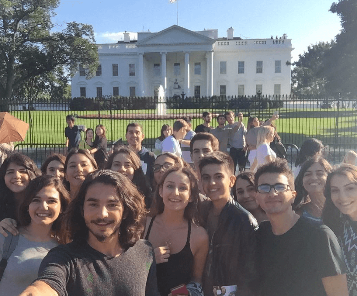 mentora students photographed at the white house